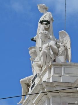 2016-04-02 Lissabon (Portugal) Tag 5-4 Praça do Comércio (2A) Skulpturen auf dem Arco da Rua Augusta