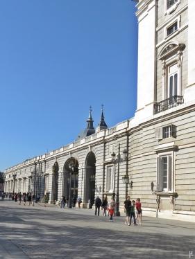 2017-04-11 MADRID-Urlaub (59) über die Calle de Bailén zur Plaza de la Armería