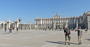 2017-04-11 MADRID-Urlaub (62) Plaza de la Armería mit Südseite des Königspalasts+Ehrenhof