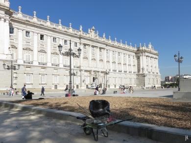2017-04-11 MADRID-Urlaub Plaza de Oriente (22) Palacio Real + Schubkarre