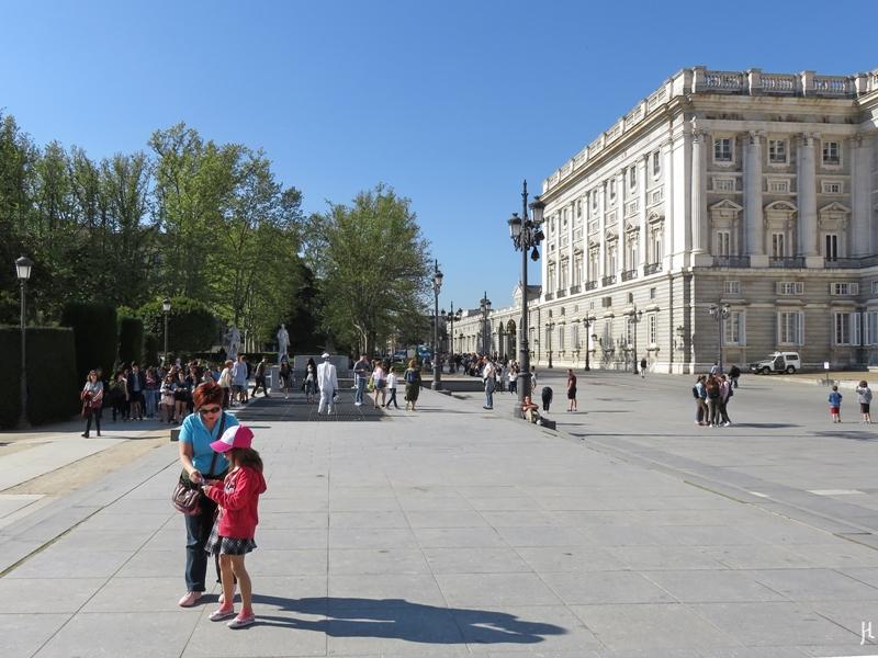 2017-04-11 MADRID-Urlaub Plaza de Oriente (24) Palacio Real+Calle de Bailén