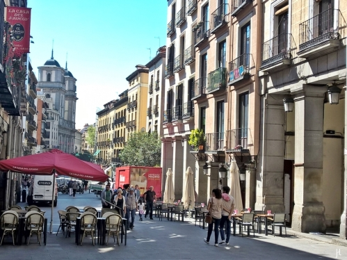 2017-04-11_11 MADRID-Urlaub (155) Calle de Toledo - vom El Arco de Cofreros in Gegenrichtung