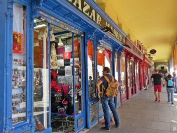 2017-04-11_11 MADRID-Urlaub (161) Arkaden der Plaza Mayor 'Bazar Madrid'