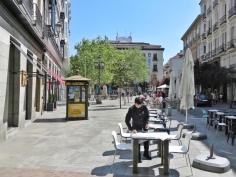 Die Plaza del Angel bereitet sich auf das (spanische) Mittagessen vor