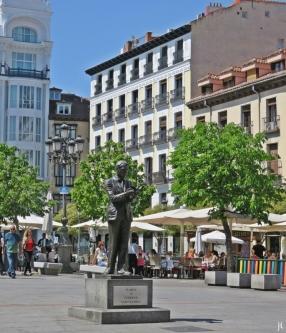 2017-04-11_15 MADRID-Urlaub (246) Plaza de Santa Ana - Denkmal Federico García Lorca (1986 Julio López Hernández)