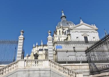 2017-04-11_7 MADRID-Urlaub (71) Catedral de Santa María la Real de la Almudena an der Calle de Bailén
