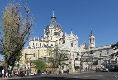 2017-04-11_7 MADRID-Urlaub (72) Catedral de Santa María la Real de la Almudena an der Calle de Bailén