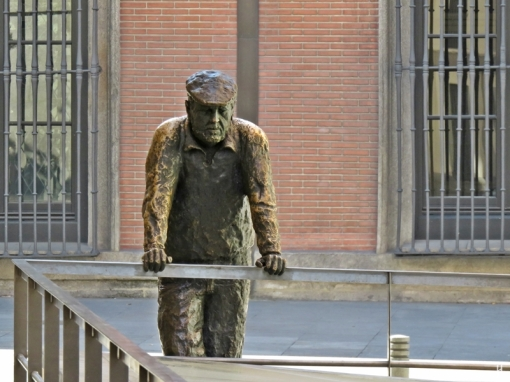 """2017-04-11_7 MADRID-Urlaub (77) """"El vecino curioso"""" von Salvador Fernández-Oliva"""