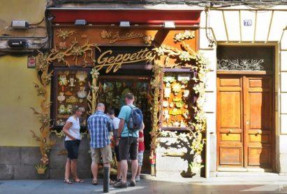 2017-04-11_8 MADRID-Urlaub (101) Calle Mayor 78, Bartolucci Holz-Dingens 'Geppetto'-Kette