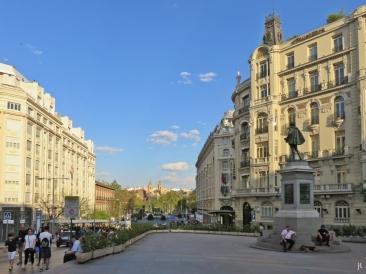 Plaza de las Cortes + Edifício Plus-Ultra + Cervantes-Denkmal + Plaza de la Lealtad + San Jerónimo el Real