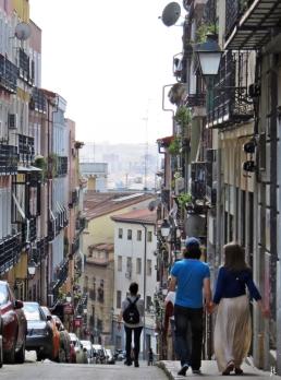 Calle del Salitre mit Aussicht hinunter zum Barrio Lavapiés