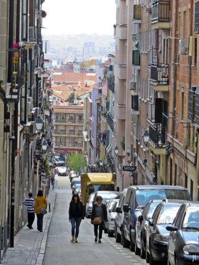 Calle de Zurita, unten: die Calle de Valencia in Lavapiés