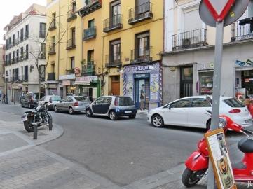 Calle de Santa Isabel mit dem Friseur-Geschäft