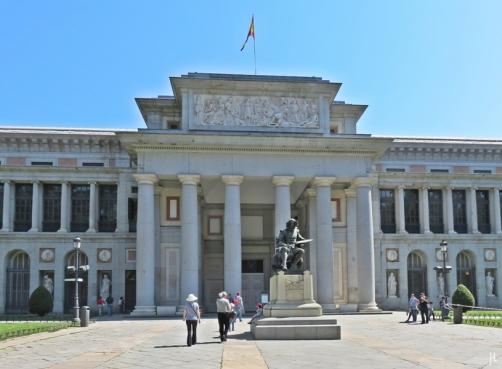 2017-04-12_7 MADRID-Urlaub (140) Paseo del Prado - Museo Nacional del Prado - Puerta de Velázquez mit der Velázquez-Statue