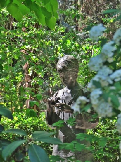 2017-04-12_8 MADRID-Urlaub (143) Real Jardín Botánico de Madrid - Glorietas de los Tilos Mädchenskulptur