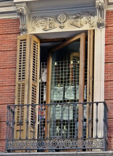 2017-04-13_2 MADRID-Urlaub (16) Calle Maestro Victoria (Maty) Fenster