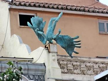 2017-04-13_8 MADRID-Urlaub (131) abgestürzter Engel Calle de los Milaneses - «Accidente aéreo»