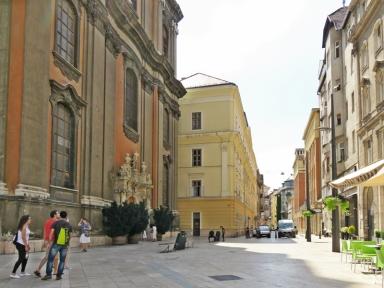 Papnöfelde utca mit Universitäts- bzw. Marienkirche