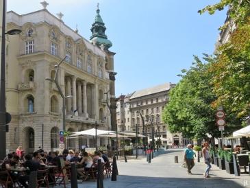 Egyetem tér -mit Universitätsgebäude und Universitäts-Kirche