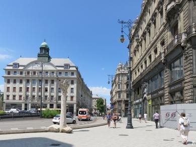 Szabad sajtó út mit Theologischem Seminar dahinter, rechts die Nummer 36 an der Váci út, einer der Klothilden-Paläste