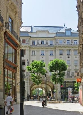 durch die Kígyó utca zur Váci utca