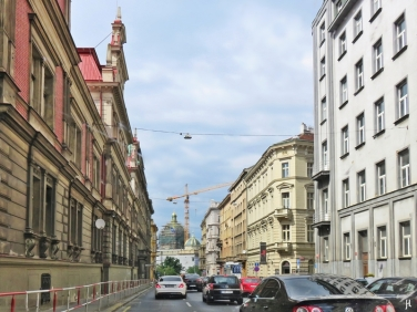 2017-07-14 Prag_1 aus dem Auto (7) Strasse m. Nationalmuseum am Ende