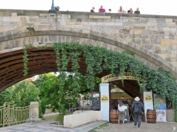2017-07-14 Prag_13 (CK) über und unter die Karlsbrücke (15) U Lužického semináre