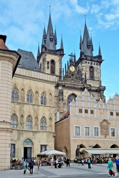 Altstadtring; Teynkirche + Haus zur steinernen Glocke + mittelalterlicher Schule