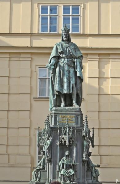 2017-07-14 Prag_5 (CK) (4) Denkmal Karl IV (neugotisch, 1844)