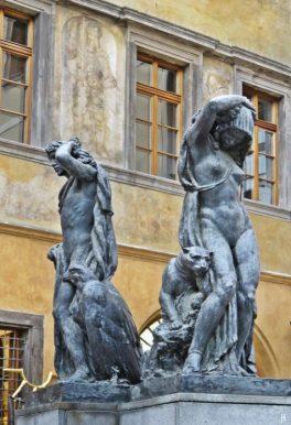 2017-07-14 Prag_8 (CK) um den Altstädter Ring 2 (11) Skulpturen im Hof