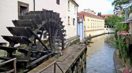 Ältestes Mühlrad am Teufelsbach, von der Brücke gesehen