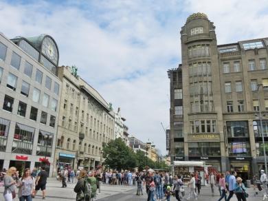 2017-07-15 Prag_12 Wenzelsplatz (2) Palác Koruna