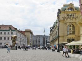2017-07-15 Prag_14 Platz der Republik_2 (6) Gemeindehaus, Skulptur v. Tony Cragg, Nationalbank
