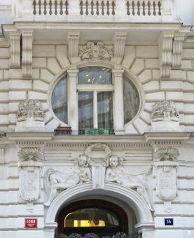 2017-07-15 Prag_15 zurück durch die Altstadt (2) Králodvorská 1086-14 1906 Arch. Emil Moravec