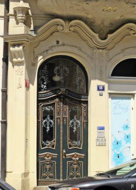 2017-07-15 Prag_15 zurück durch die Altstadt (26) Siroka Nr. 124-15 Tür