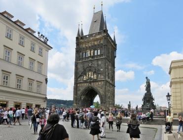 2017-07-15 Prag_15 zurück durch die Altstadt (47) Kreuzherrenplatz am Altstädter Tor