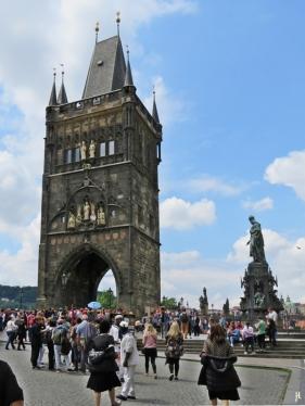 2017-07-15 Prag_15 zurück durch die Altstadt (47A) Kreuzherrenplatz+Altstädter Tor+Karlsbrücke
