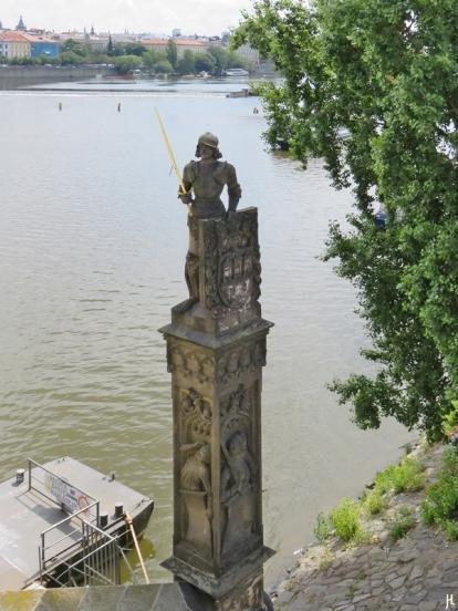 2017-07-15 Prag_16 zurück über die Karlsbrücke (6) Ritter mit dem goldenen Schwert: Ritter Bruncvík.