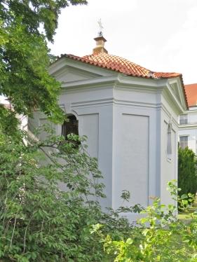 2017-07-15 Prag_17 nachmittags Kleinseite (sonnig) (31) Vojan-Park, Kapelle