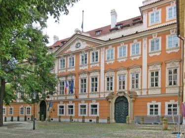 Kleinseite - Velkoprevorské námestí - Palais Buquoy (Französische Botschaft)