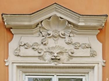 Kleinseite - Velkoprevorské námestí - Palais Buquoy - Detail am Fenster