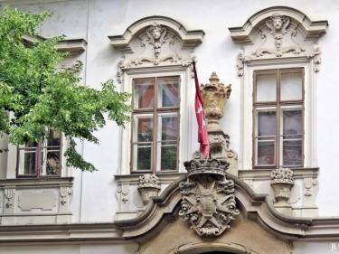 Kleinseite: Velkoprevorské námestí - Malteserordenssitz - Fenster