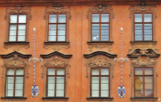 Lázenská ulice mit Beethoven-Palais (Fenster)