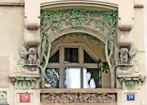 2017-07-15 Prag_6 Masarykovo nabrezi (18) Nr. 234-26 Art Nouveau mit Eulen
