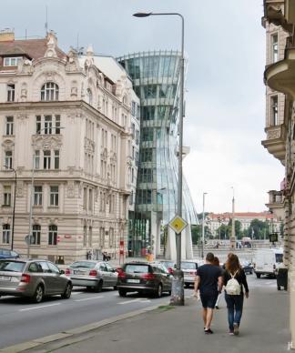 2017-07-15 Prag_7 Neustadt_1 (9) Tanzendes Haus an der Resslova