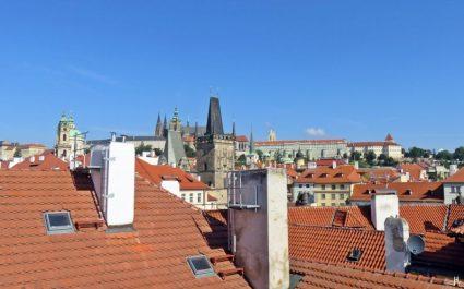 2017-07-16 Abreisemorgen in Prag (1) 8h-Fensterblick zum Hradschin