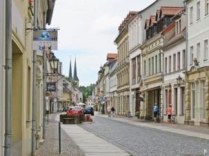 2017-07-16 Grimma (1) Lange Strasse mit Türmen der Frauenkirche