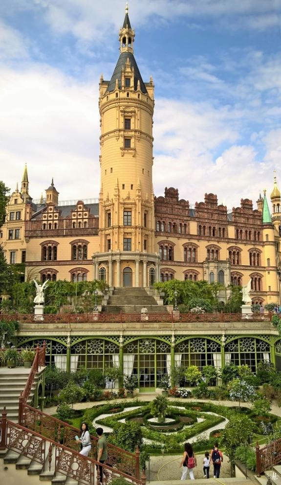 2018-08-17 morgens Schwerin Schloss Burggarten (7) Schloss + Orangerie