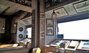 2019-04-09 NL Abschlussdeich des IJsselmeeres (14) im Lunchroom 'Het Monument' unten im Vlietermonument