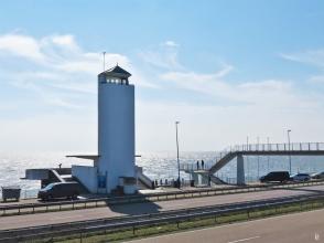2019-04-09 NL Abschlussdeich des IJsselmeeres (2) Vlietermonument an der A7
